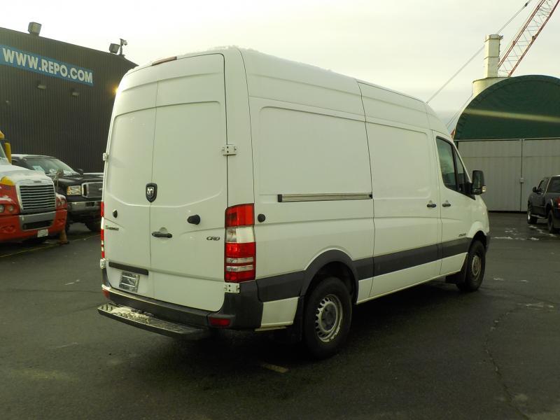 2009 dodge sprinter cargo van diesel 2500 144 in wb with bulkhead divider. Black Bedroom Furniture Sets. Home Design Ideas