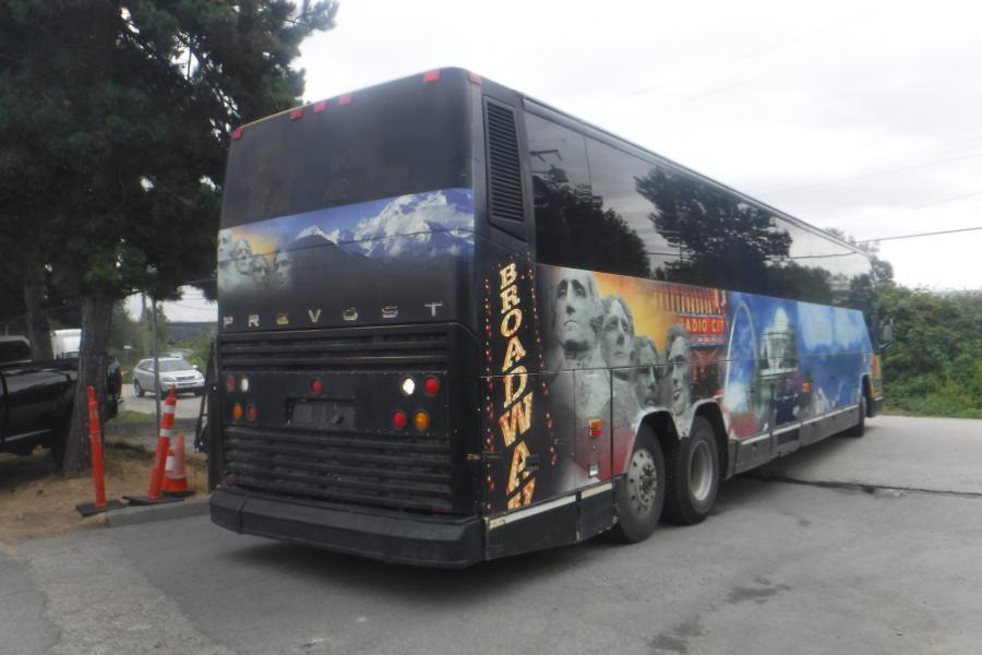 Repo com   1999 Prevost H3-45 57 Passenger Bus Diesel with