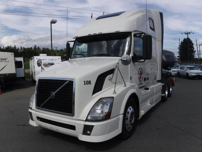 Repo com | 2011 Volvo VNL Sleeper Cab Highway Tractor Diesel